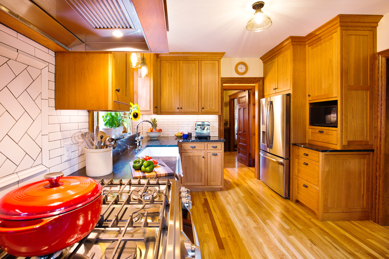 A transitionally styled kitchen with both wall cabinets and base cabinets.