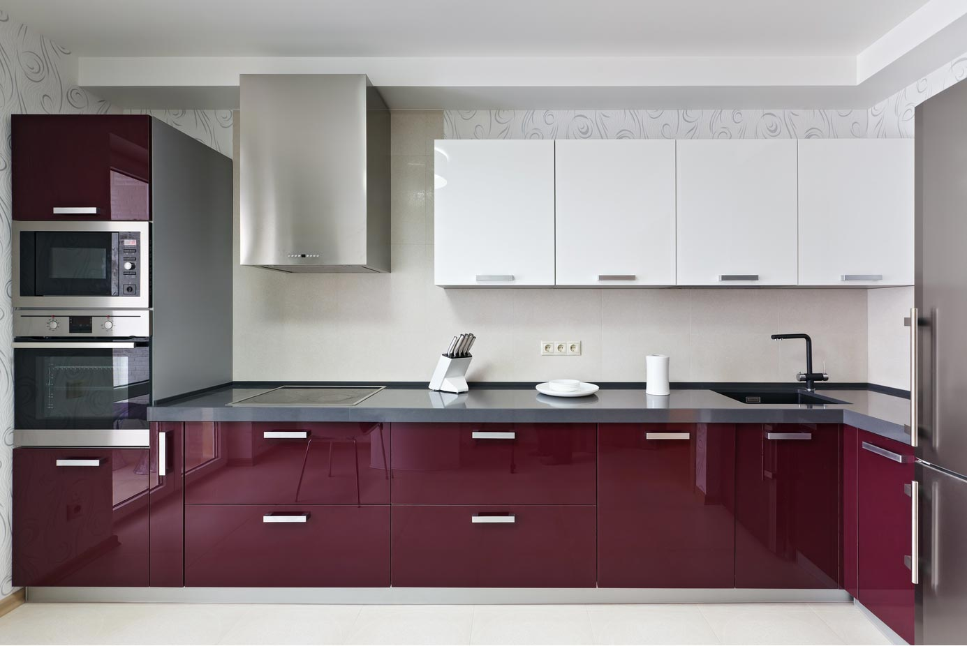 A modern kitchen with full overlay thermofoil kitchen cabinets.